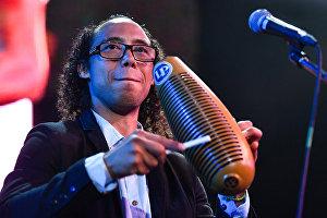 Музыкант коллектива Mambo Party Хуан Орлендис
