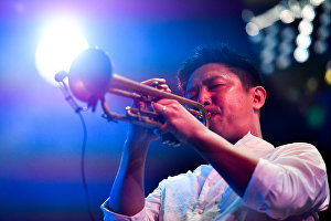 Музыкант коллектива Li Xiaochuan Ли Сяочуань
