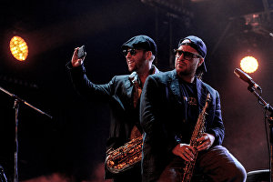 Участники музыкального коллектива Bril Family Дмитрий Бриль (справа) и Александр Бриль